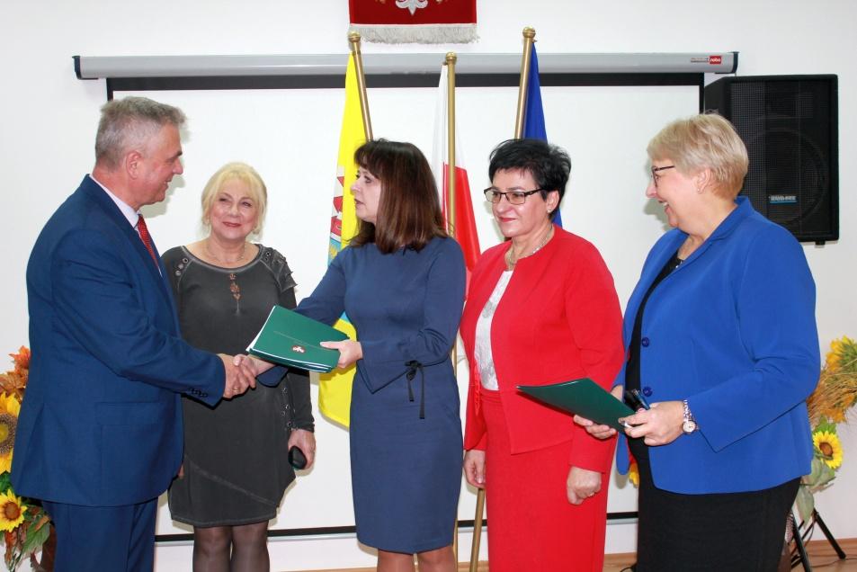 Podpisanie umów o dofinansowanie unijne czterech projektów z dz. 6.2 Rewitalizacja obszarów zmarginalizowanych, dz. 3.1 Poprawa MŚP na Mazowszu i dz. 5.2 Gospodarka odpadami