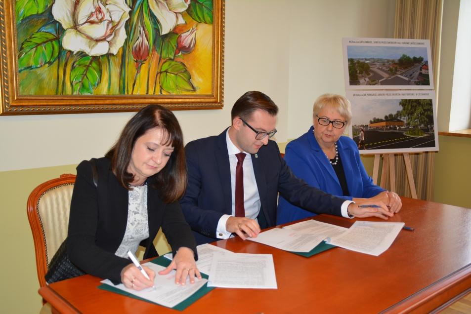 Podpisanie umów o dofinansowanie unijne czterech projektów z dz. 4.3 Redukcja emisji zanieczyszczeń powietrza, dz. 6.2 Rewitalizacja obszarów zmarginalizowanych, dz. 4.2 Efektywność energetyczna i dz. 3.1 Poprawa MŚP na Mazowszu