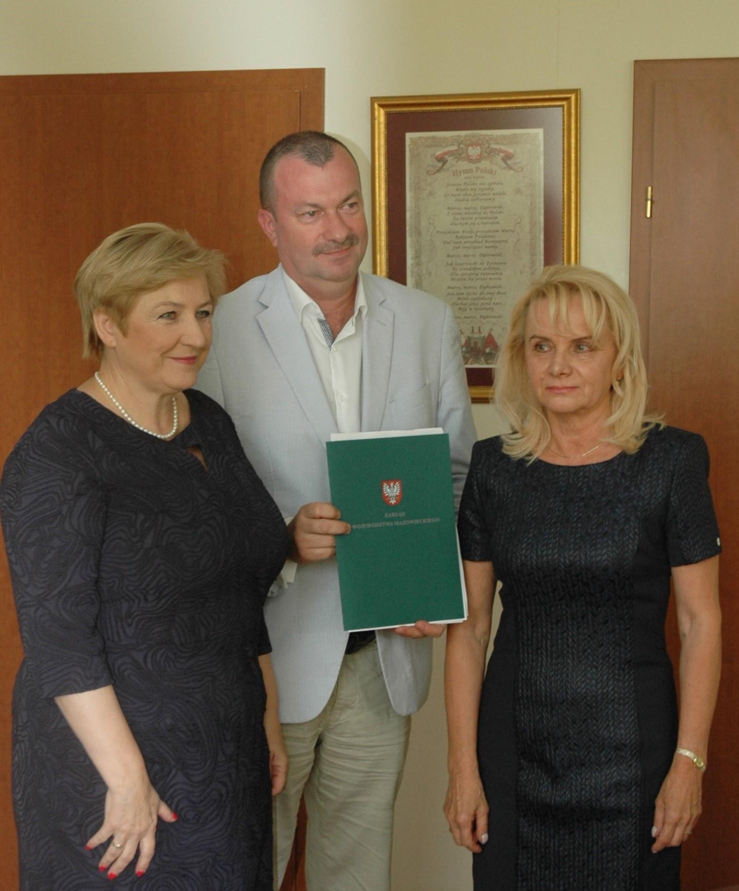 Prawie 10 mln zł na ochronę zdrowia, administrację i bezpieczeństwo mieszkańców Warszawy i okolic