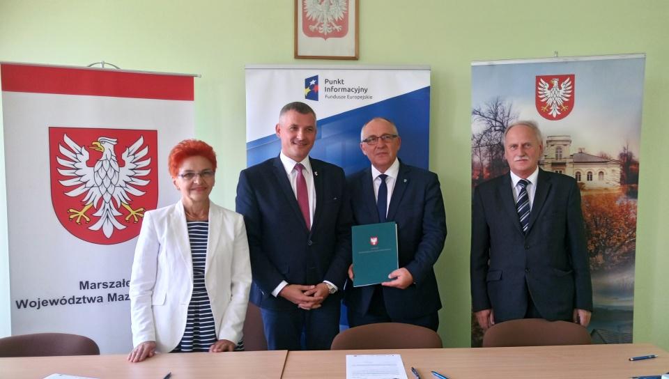 Podpisanie umowy - Ponad 1,1 mln zł z UE na termomodernizację budynku starostwa powiatowego  w Kozienicach