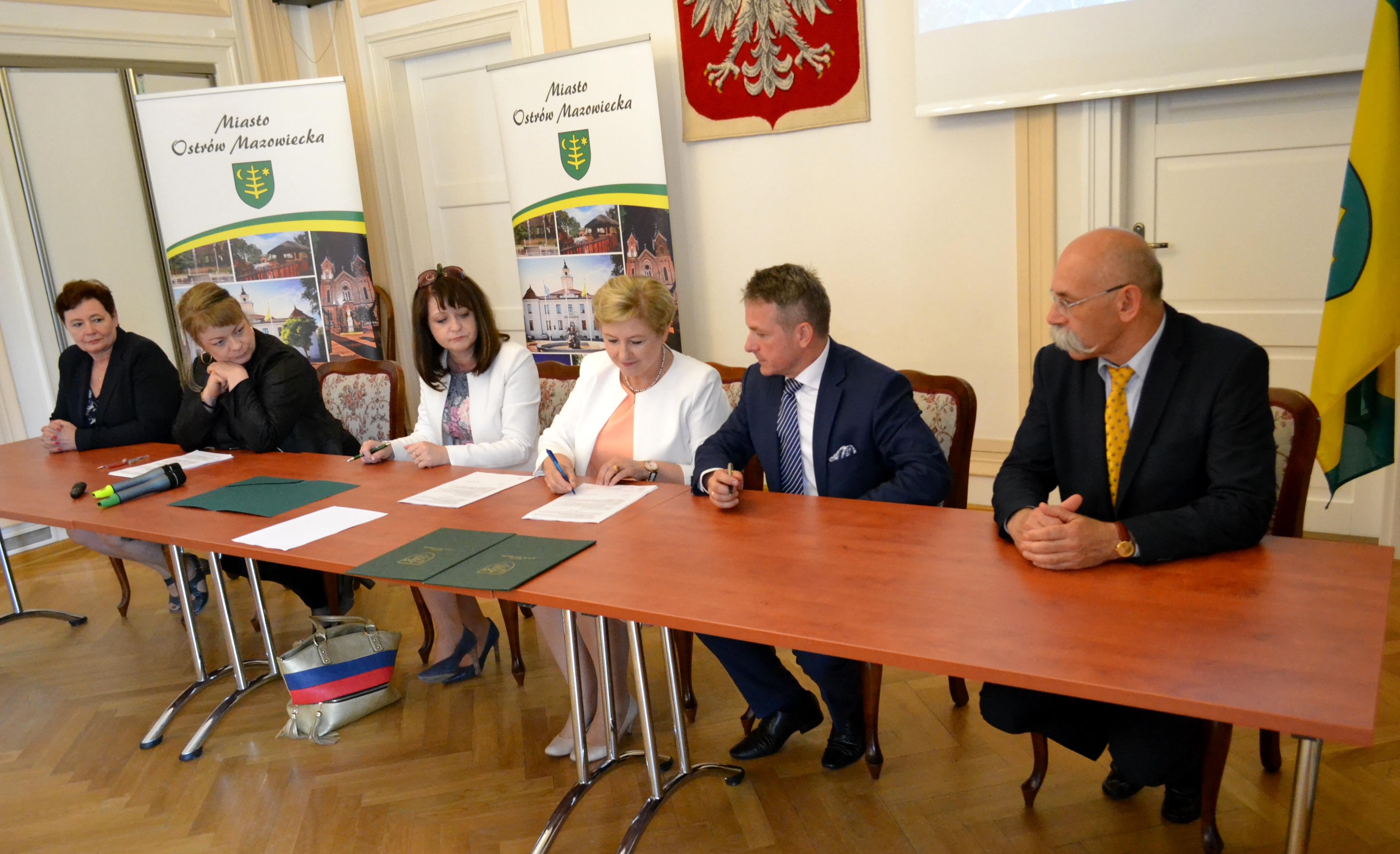 Uroczyste podpisanie umowy o dofinansowanie projektu z dz. 4.3 Redukcja emisji zanieczyszczeń powietrza