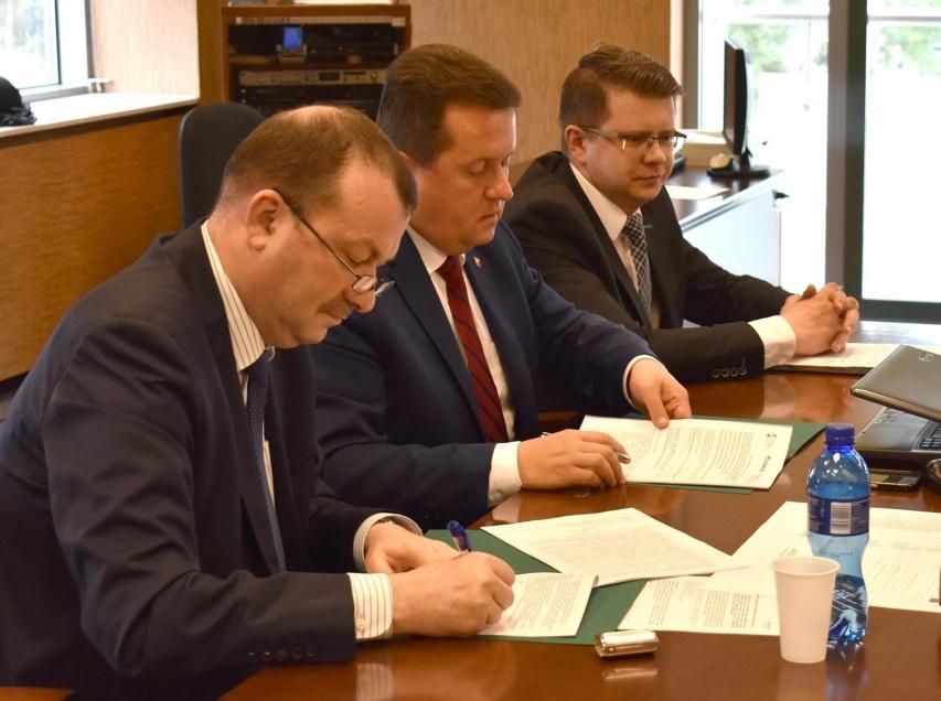 Uroczyste podpisanie umowy o dofinansowanie projektu Gminy Miejskiej w Legionowie z działania 4.3 Redukcja emisji zanieczyszczeń powietrza