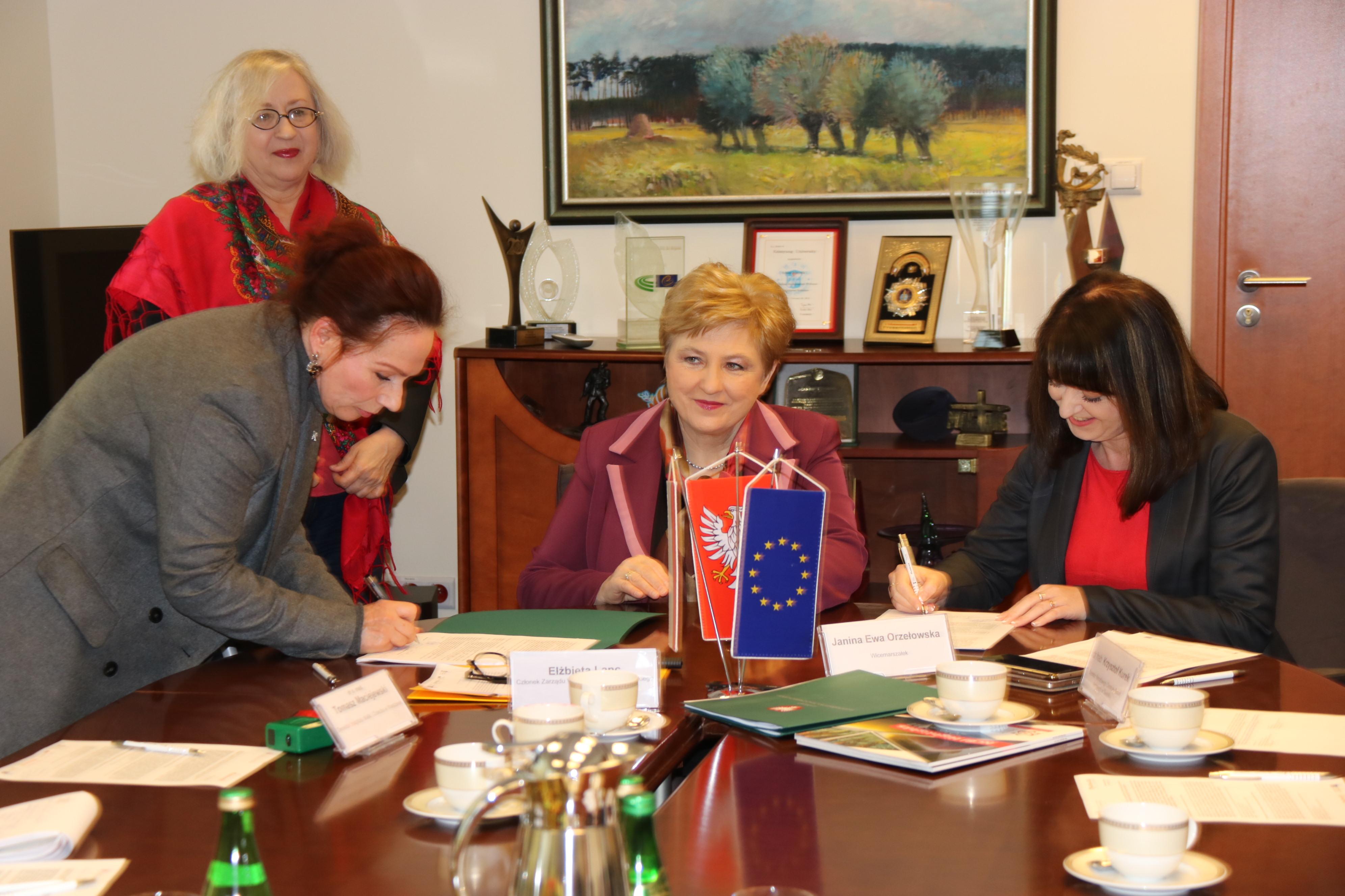Uroczyste podpisanie umów o dofinansowanie unijne trzech projektu z dz. 1.1 Działalność badawczo-rozwojowa jednostek naukowych i dz.  5.3 Dziedzictwo kulturowe