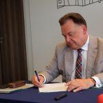 """Uroczyste podpisanie umów o dofinansowanie unijne projektów z dz. 6.2 Rewitalizacja obszarów zmarginalizowanych"""". / fot. Urząd Miasta Ciechanów"""