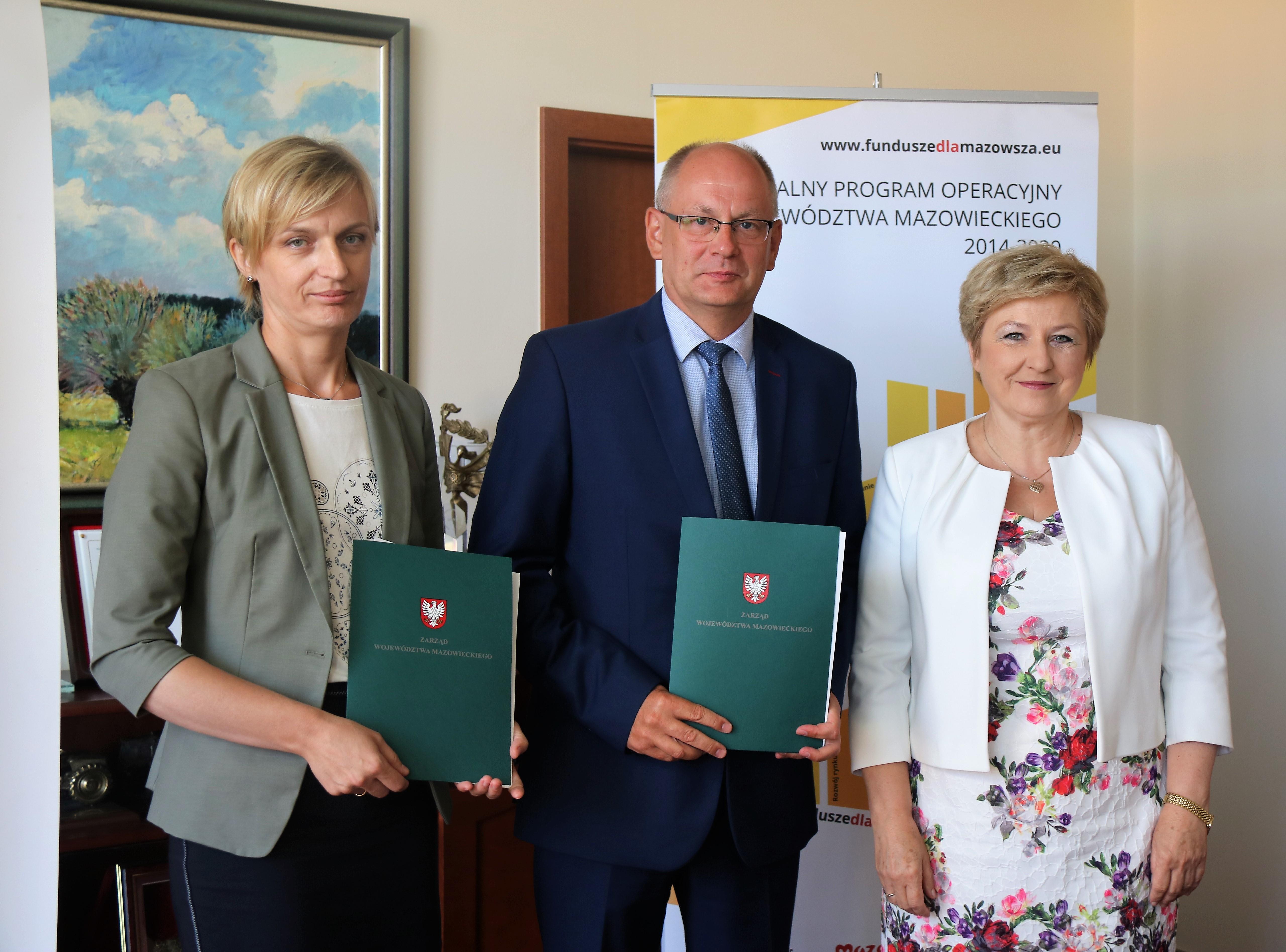 Uroczyste podpisanie umów o dofinansowanie unijne projektów z dz. 4.3 Redukcja emisji zanieczyszczeń powietrza i 6.2 Rewitalizacja obszarów zmarginalizowanych