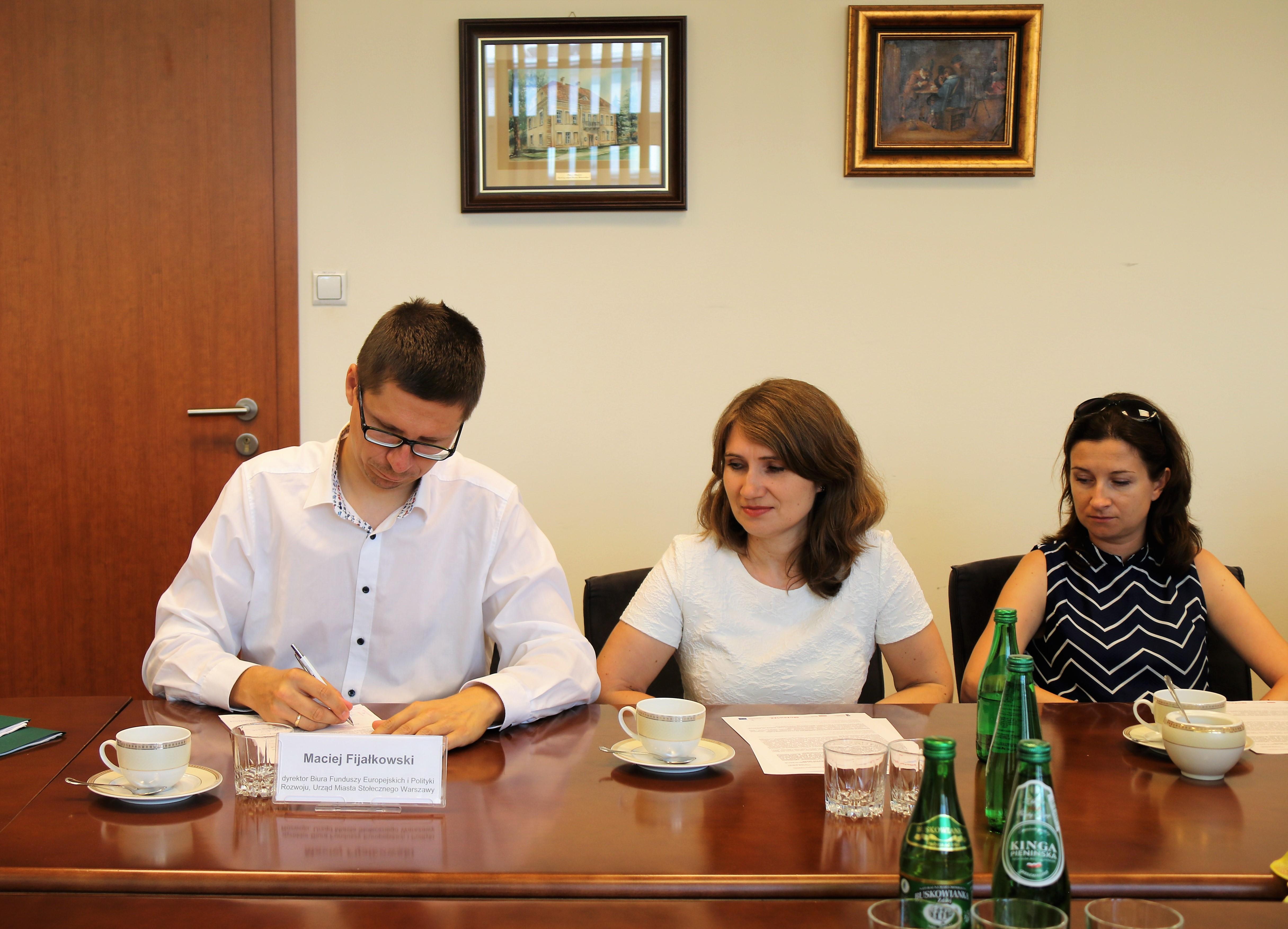 Uroczyste podpisanie umów o dofinansowanie unijne projektów z dz. 2.1 E-usługi, dz. 4.3 Redukcja emisji zanieczyszczeń i dz. 6.2 Rewitalizacja obszarów zmarginalizowanych
