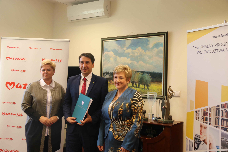Uroczyste podpisanie umów o dofinansowanie unijne projektów z dz. 4.3 Redukcja emisji zanieczyszczeń powietrza i z dz. 6.1 Infrastruktura ochrony zdrowia