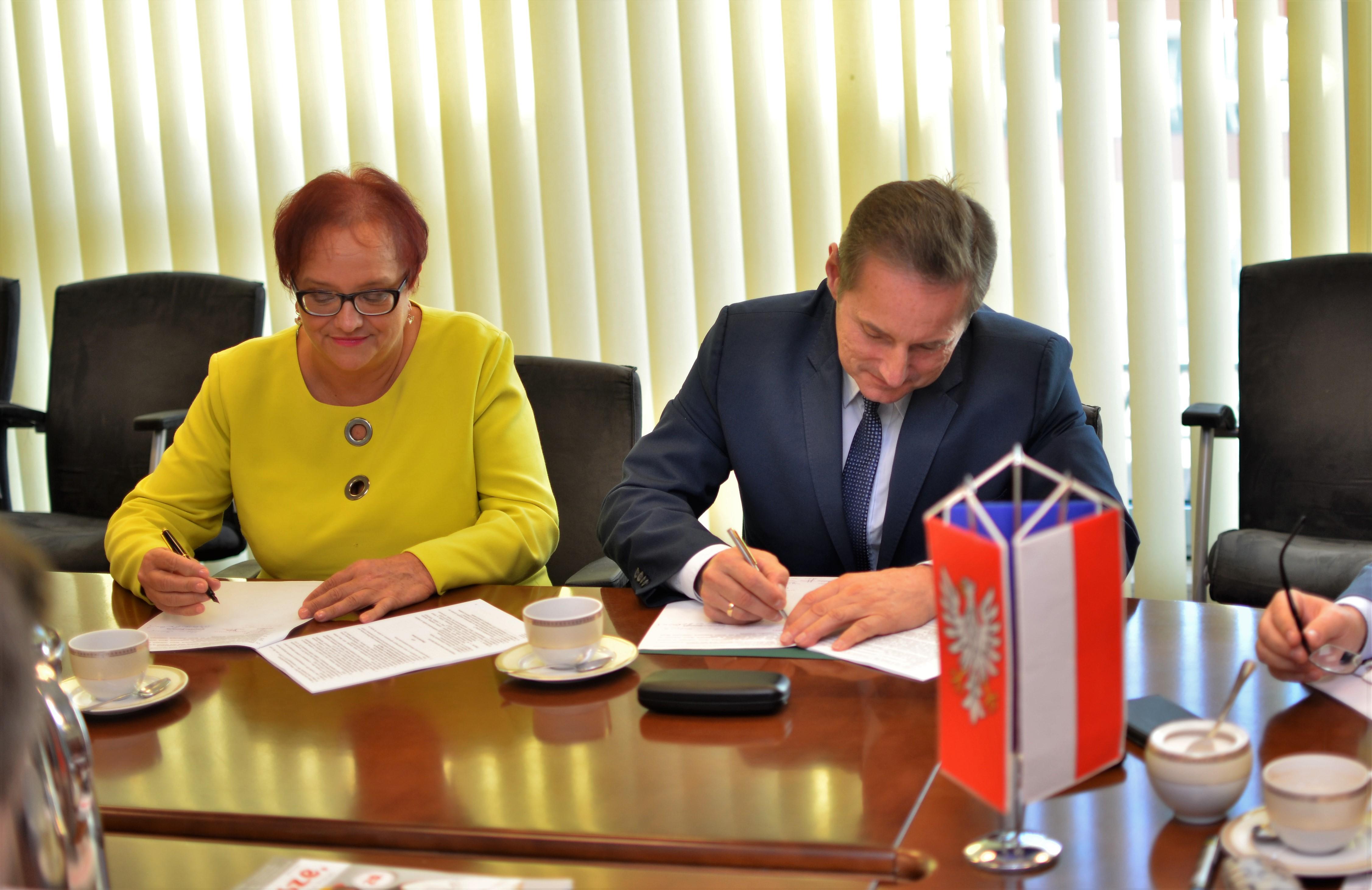 Uroczyste podpisanie dwóch umów o dofinansowanie unijne projektów z dz. 4.3 Redukcja emisji zanieczyszczeń powietrza