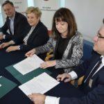 Uroczyste podpisanie umów o dofinansowanie unijne projektów z dz. 6.1 Infrastruktura ochrony zdrowia i dz. 6.2 Rewitalizacja obszarów zmarginalizowanych