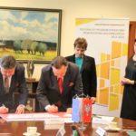 Uroczyste podpisanie umów o dofinansowanie unijne trzech projektów z dz. 4.1 Odnawialne źródła energii,  dz. 4.2 Efektywność energetyczna i z dz. 4.3 Redukcja emisji zanieczyszczeń powietrza.