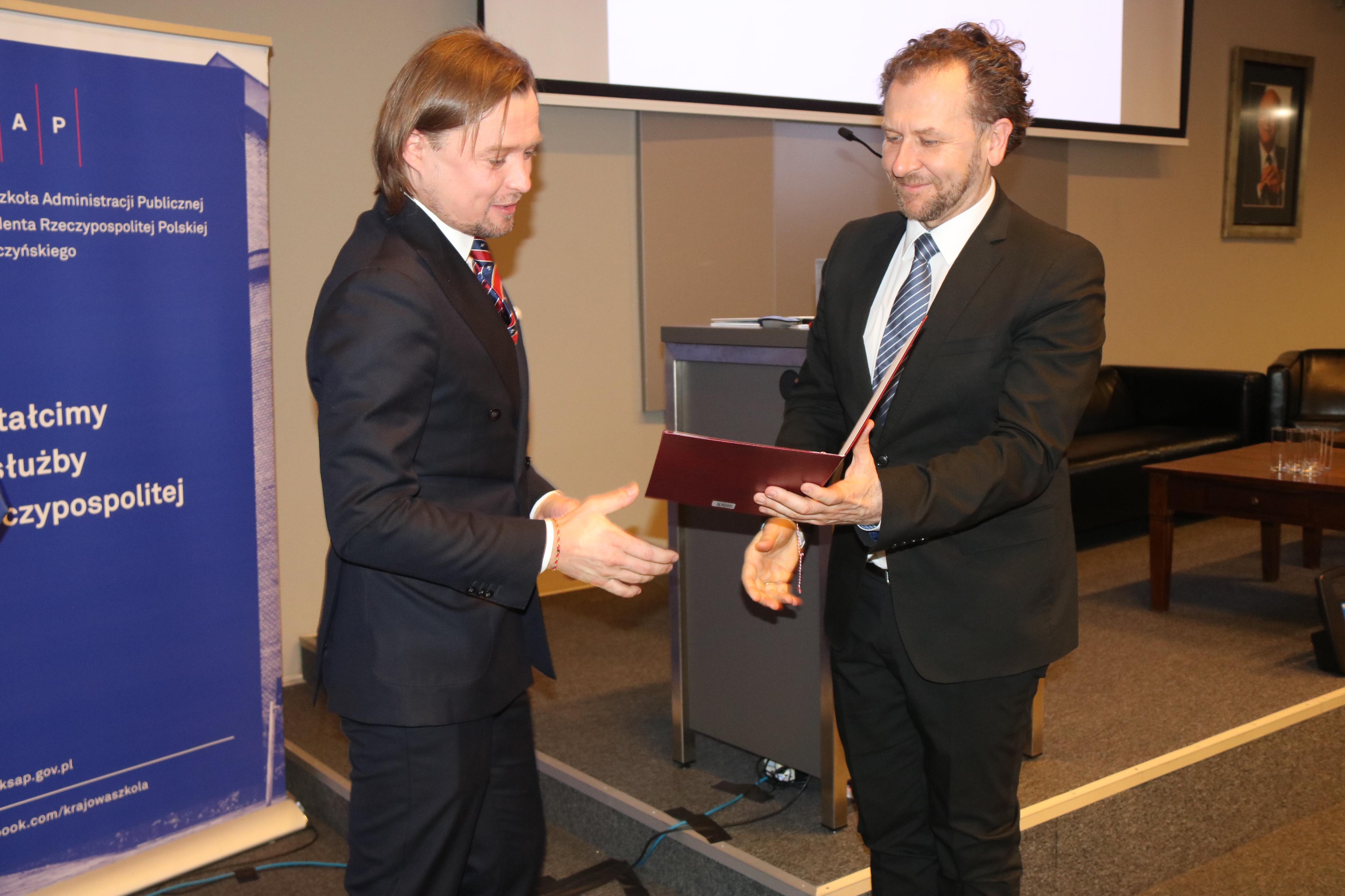 Od lewej: Mariusz Frankowski, Dyrektor Mazowieckiej Jednostki Wdrażania Programów Unijnych i Robert Bartold, Dyrektor Generalny Ministerstwa Inwestycji i Rozwoju