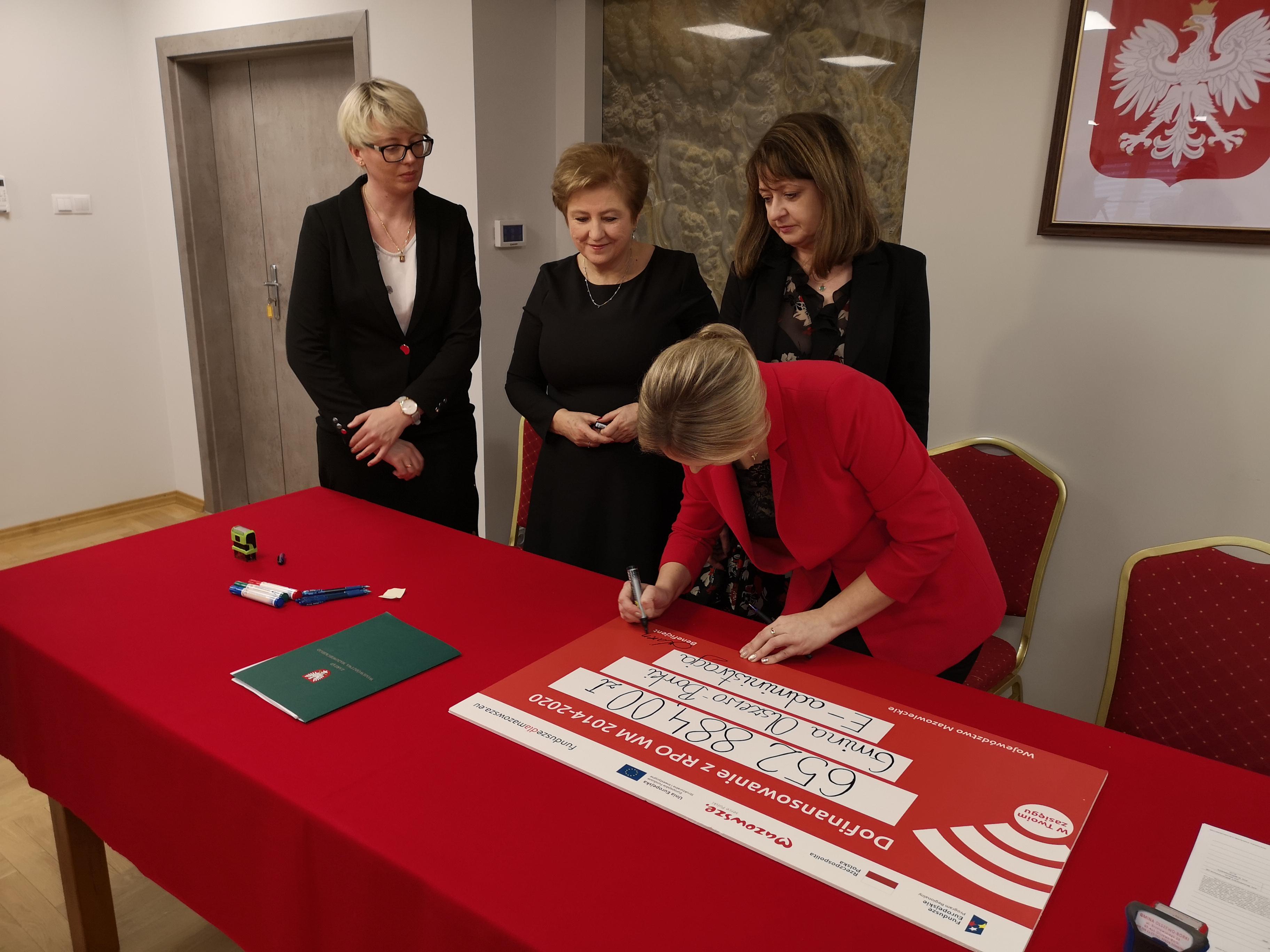Uroczystość podpisania umowy.