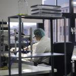 Prace badawczo- rozwojowe nad innowacyjnym, ultraczułym, szybkim i tanim miniaturowym testem  do wykrywania wirusa grypy, beneficjent: SensDx (zdjęcie nr 2, autor: T. Pietrzyk)