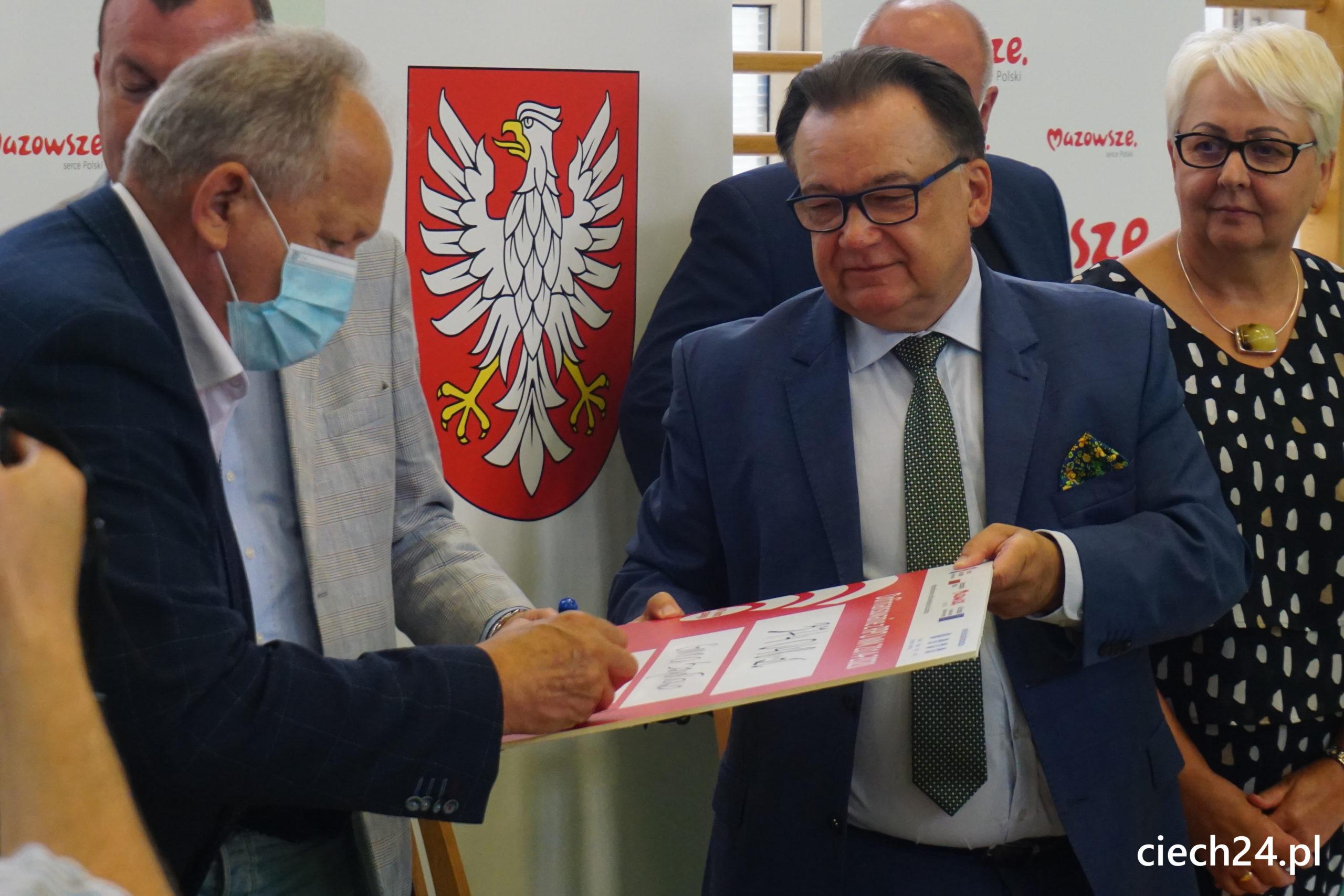 Uroczystość podpisania w Ciechanowie umowy z Gminą Szydłowo