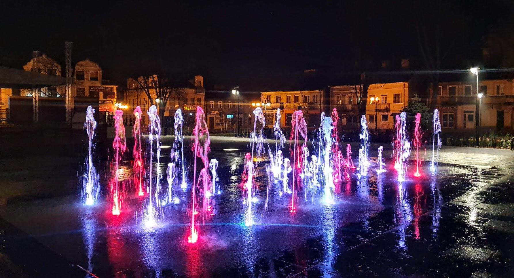 Park im. króla Aleksandra Jagiellończyka nocą