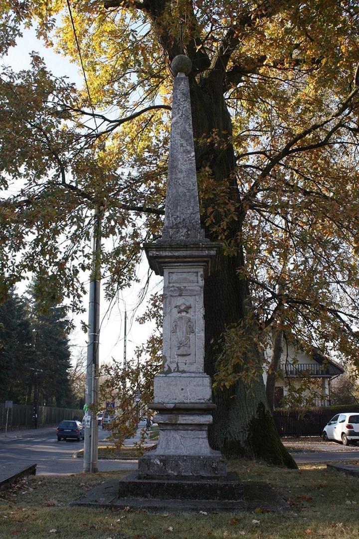 1a- Obelisk przed