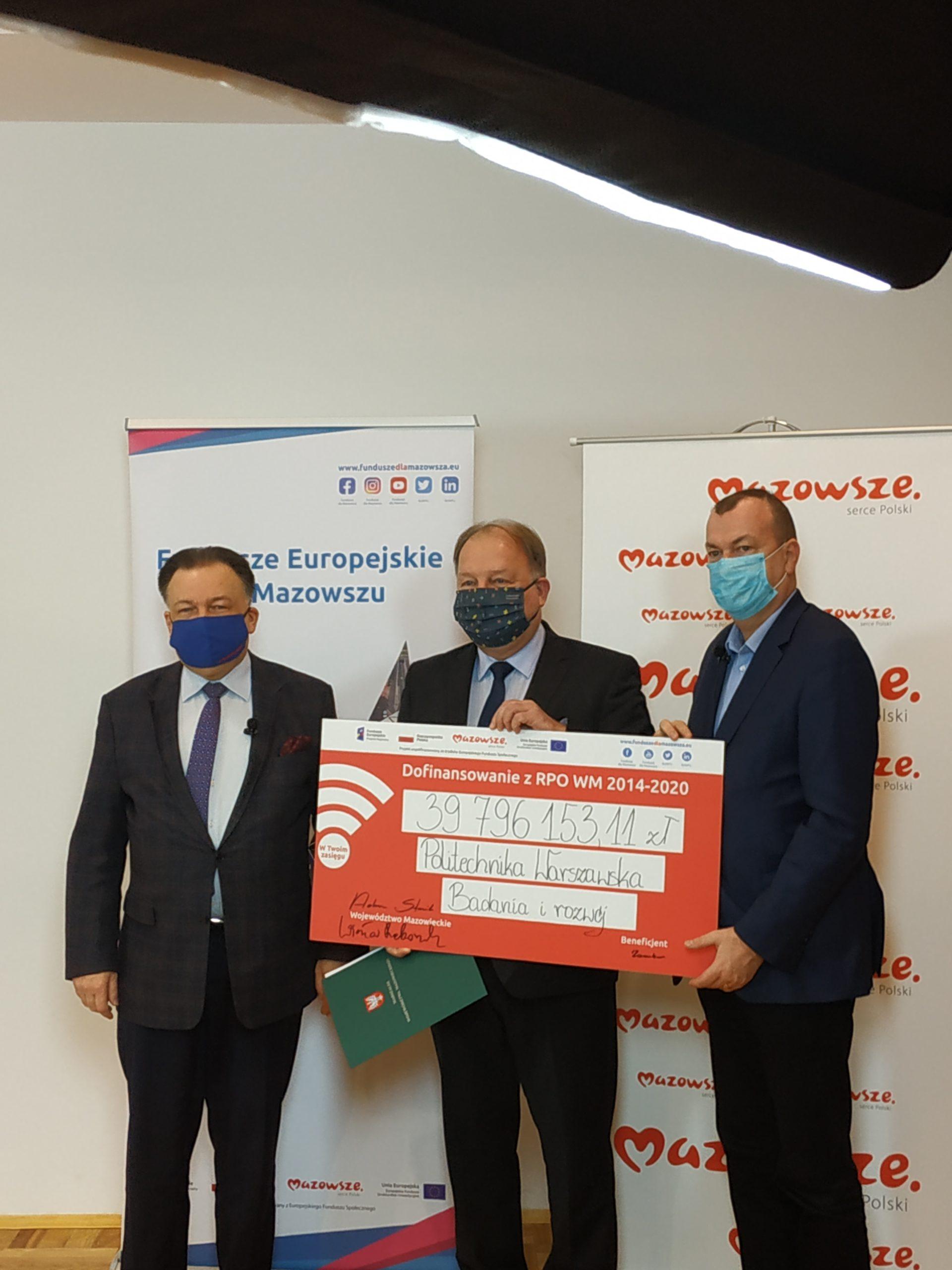 Dzisiaj umowy w tej sprawie podpisali marszałek Adam Struzik, wicemarszałek Wiesław Raboszuk oraz beneficjenci.