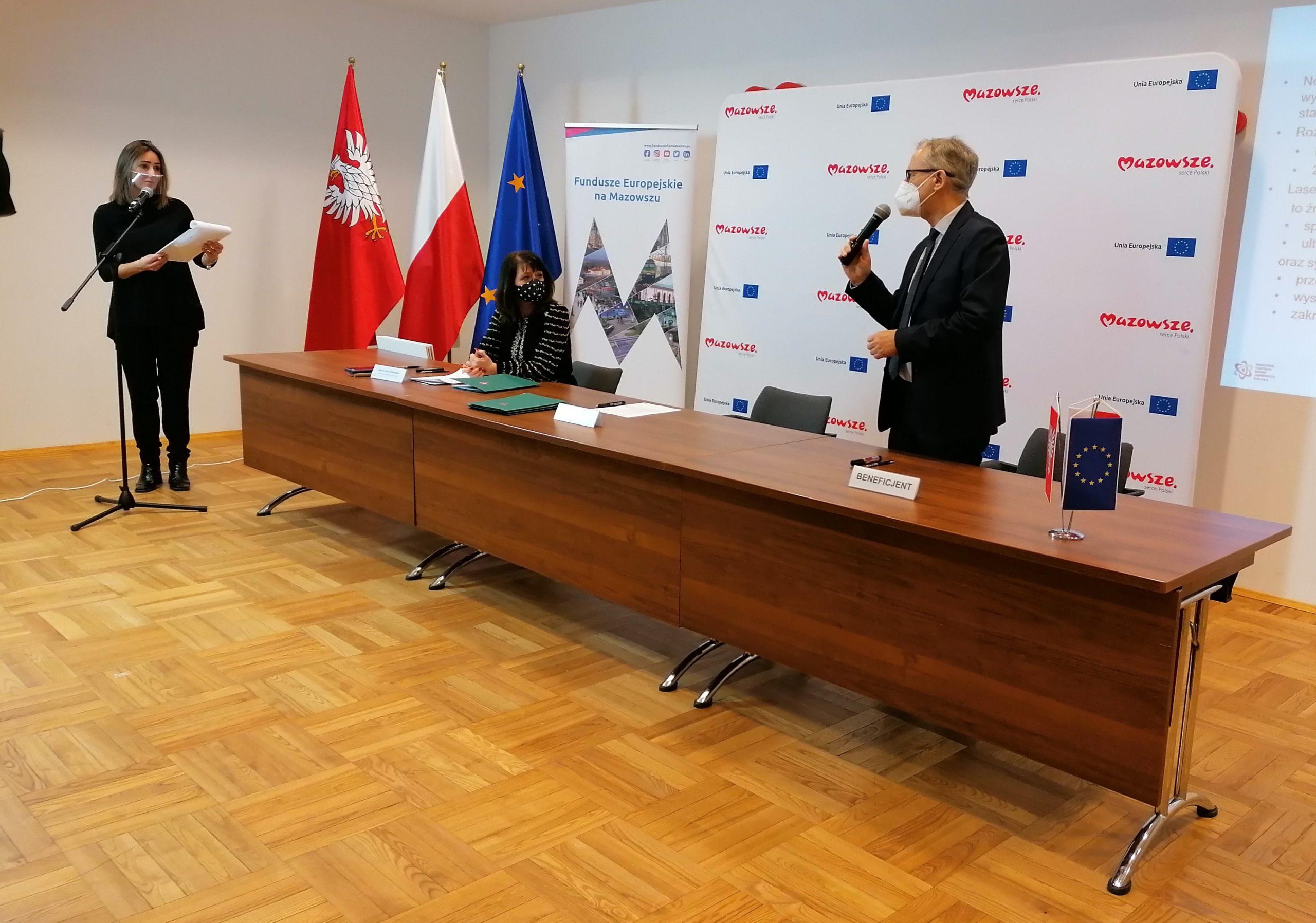Uroczystość podpisania umów.