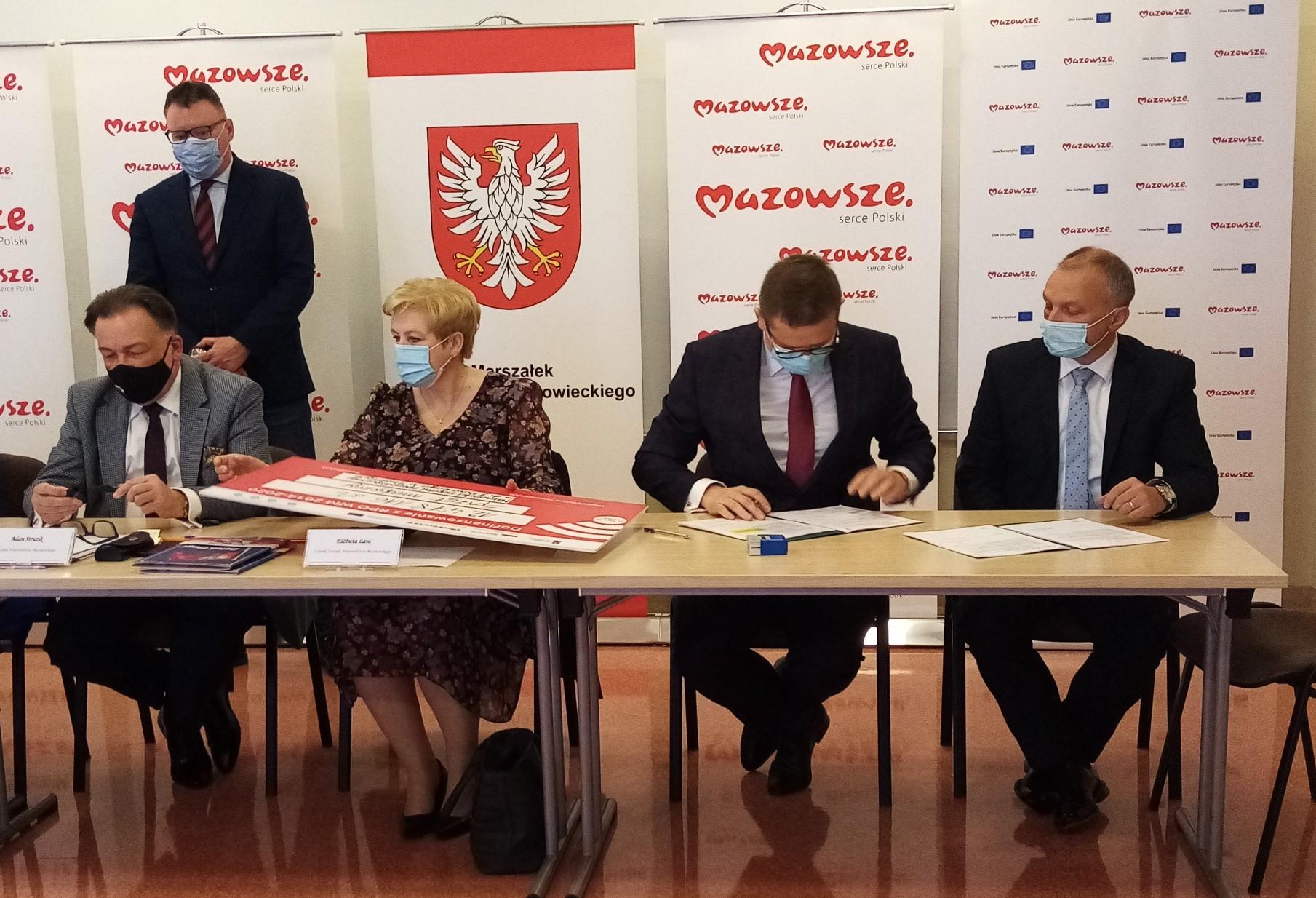 Podpisanie umów w Ostrołęce