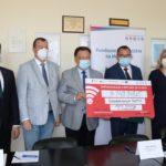 Podpisanie umowy na realizację projektu z zakresu termomodernizacji budynków szpitala powiatowego w Sochaczewie. Foto: Anna Penda