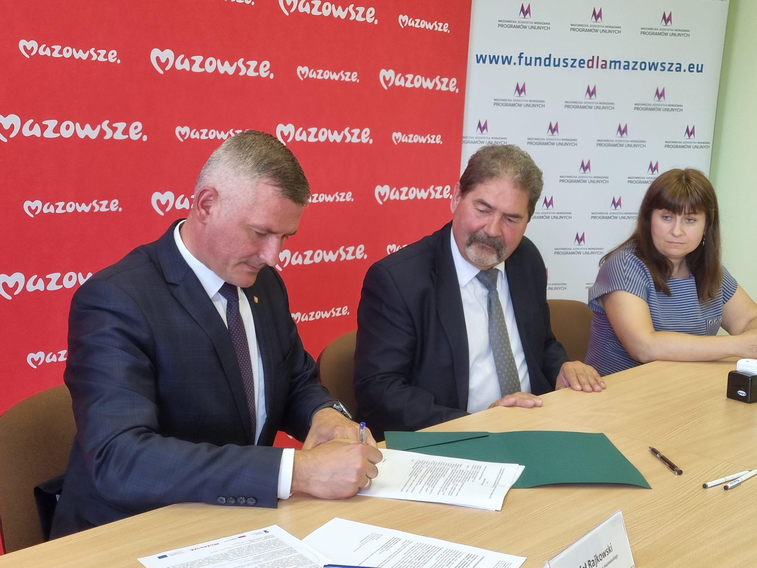 Podpisanie umowy przez beneficjentów z gminy Jastrząb